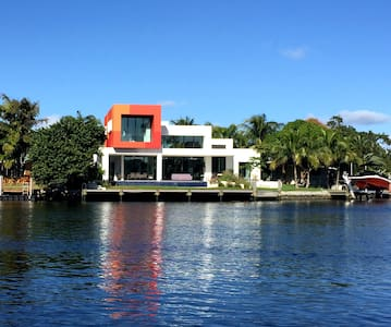 Contemporary luxury artistic home - Wilton Manors