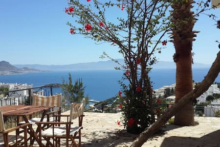 Stunning views, veranda; 1 bed Flat + Sofabed - ORMANCILAR TATİL KÖYÜ - Apartamento