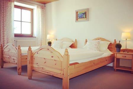 Alleinstehendes Anwesen mit Alpenblick - Dietmannsried - Huis