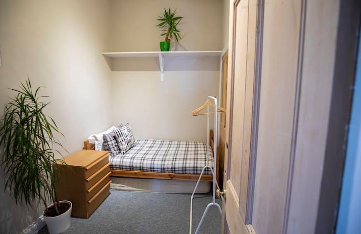 Cosy Little Room Near Meadows