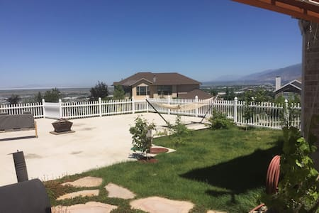 Amazing views semi private basement - North Salt Lake