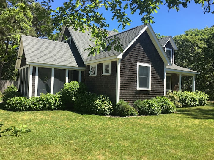 Edgartown 3bed/2bath. On bike path & walk to town.