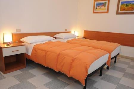 Camera arancione 2 letti singoli - Monselice