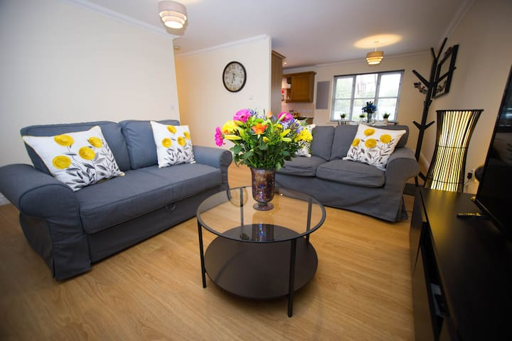 Your MK home- Shenley Lodge 2 bed flat for up to 6