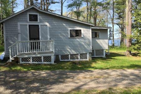 Quiet Ocean View Cottage - Brunswick