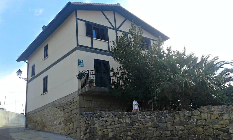 LARRAIN ETXEA casa rural entre viñedos - Mañueta