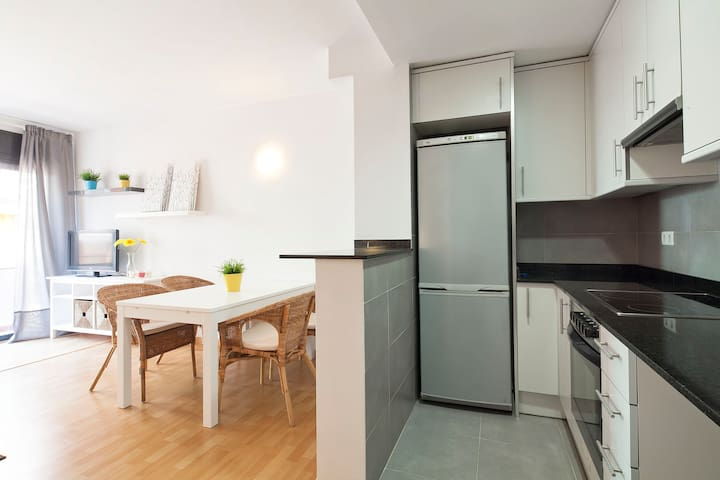 Modern bright apartment, with huge terrace !