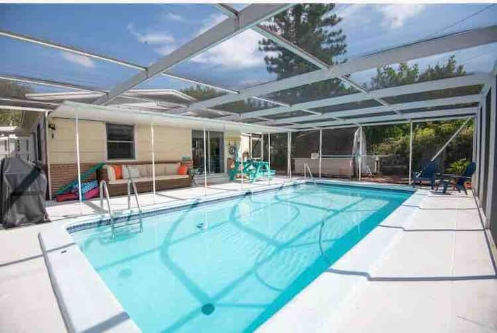 St Pete Getaway- Pet friendly & No extra fees!