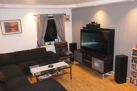 Spacious room in grand and renovated flat. - Trondheim