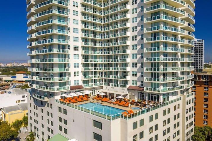Modern 2BD/2BA + Bay Views @ Hotel Arya