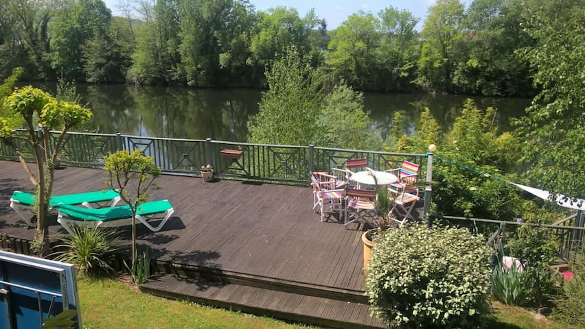 Papillon, a superb riverside property