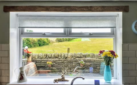 Tonchy's View cottage with cosy log burner & views