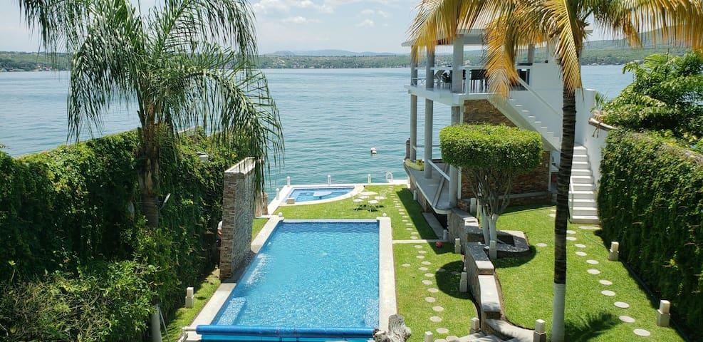 Hermosa y Moderna Villa a Pie del Lago p/30pers