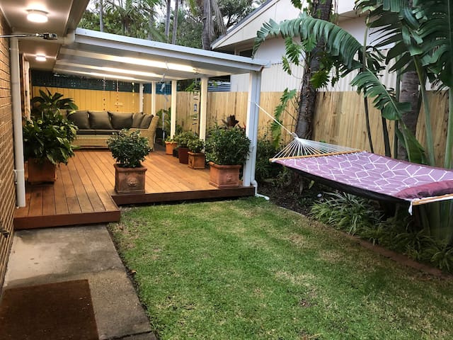 Pet Friendly Little Oasis 2 min from Ocean & shops