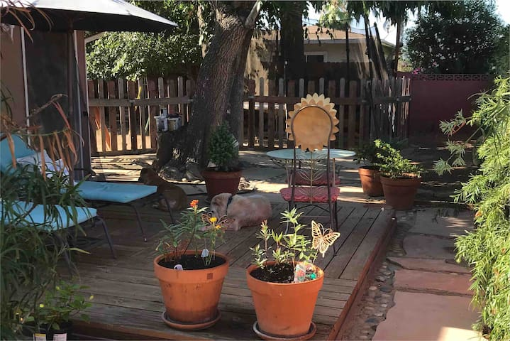 Casita w/ Private Deck & Yard, 2 Miles from Beach!