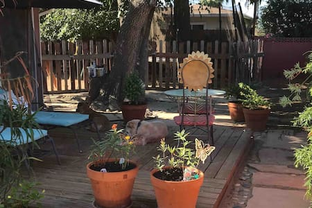 Casita w/ Private Yard & Access, 8 Min. to Beach
