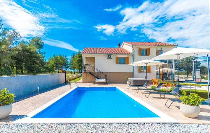 Stunning home in Sikovo with WiFi and 4 Bedrooms