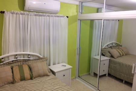 Habitación Amueblada a 400 Mtr de Zona Colonial V