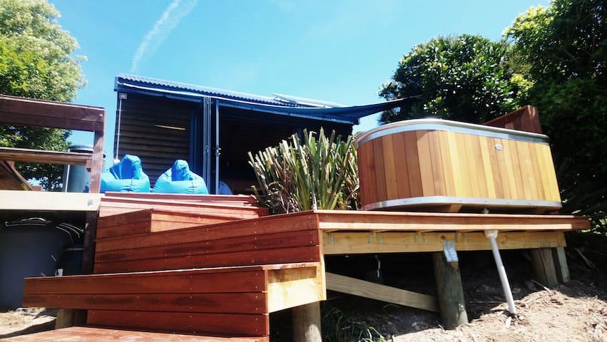 Passage Hut, coastal walk to luxury beach hut