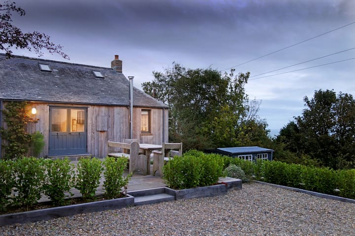 Cosy Cottage with Spectacular Sea Views