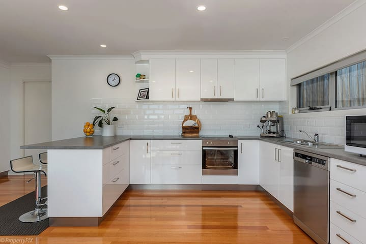 Large Kitchen with coffee machine, dishwasher, microwave...