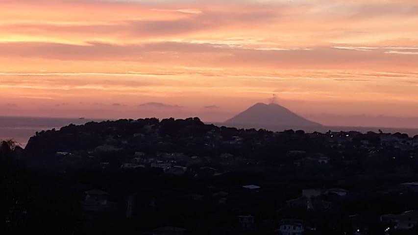 Vista dall'appartamento su Stromboli Vulcano