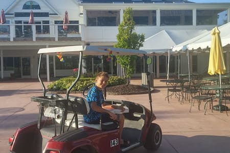 Large Open Home, Close to Novi, Golf Rest./Bar - South Lyon