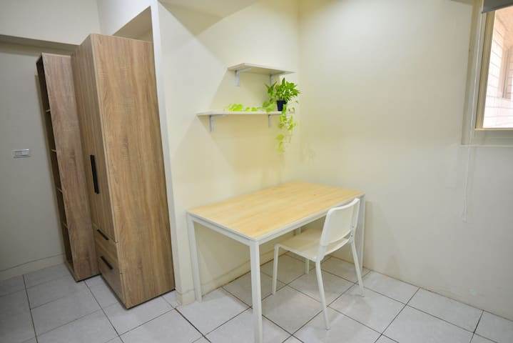 Quiet room with kitchen close to train station