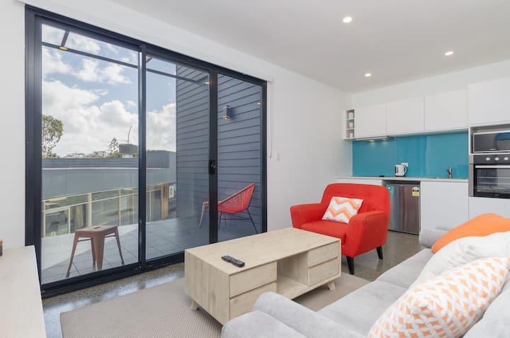 Sunset Apartments  - Orange 1st - 100m to shops.