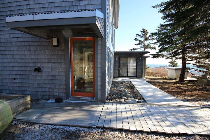 Peaceful Seaview Retreat - 2 BR House