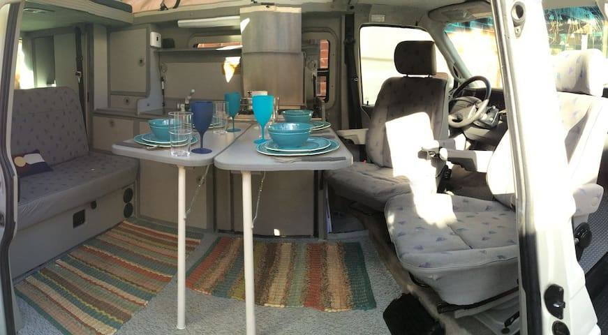 Camper van for 4 guests, incl. 100miles/day