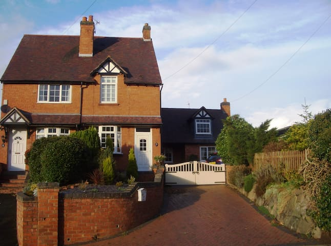 Beautiful self-contained Annexe in rural village - Bournheath