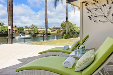 Fran - private jetty on the canals (pet friendly) - Port Macquarie
