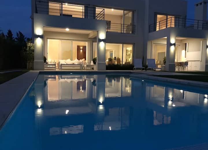Magnifica casa con Laguna en Tigre