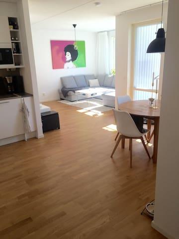 Modern och stor 2a med altan - Tyresö - Apartment