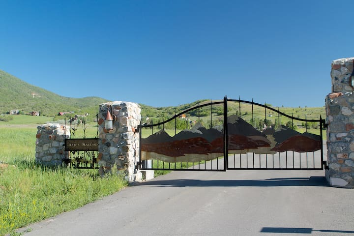 Gate to Canyon meadows