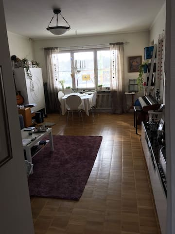 Spacious 2-bedroom apartment incl. subway cards.