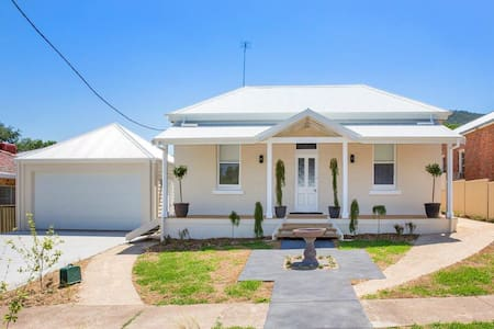 Home in Exclusive area close to town - East Tamworth - 独立屋