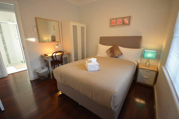 Private Room Clean Comfortable near Perth Airport