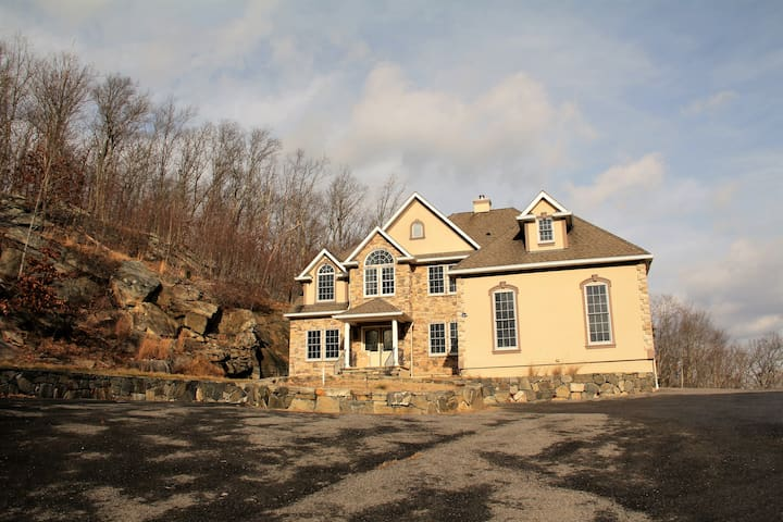 Private Hilltop Villa w lake views, 1hr from NYC