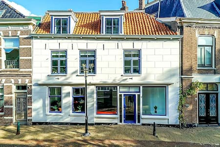 Bolsward Boppe ! Close to the beach and meadows .