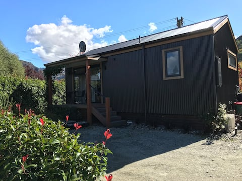 Arrow River Cottage includes Arrowtown Golf deal !