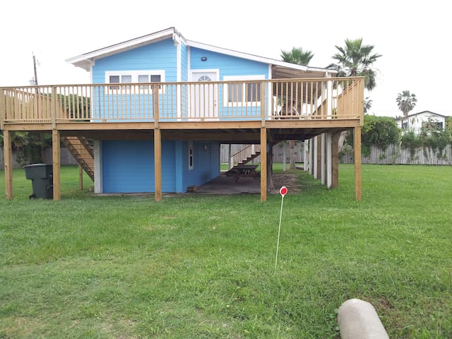 NEW Studio, sleeps 4, 2 blocks from private beach - Galveston - 단독주택