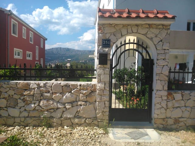 Quiet Apartment in Mravince , Split (sea , Wifi ) - Mravince - Appartement