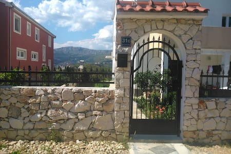 Quiet Apartment in Mravince , Split (sea , Wifi ) - Mravince - Wohnung