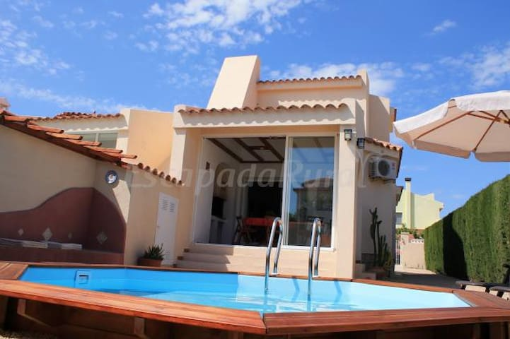 Quiet family house near the sea and amenities - Costa del Zefir - House