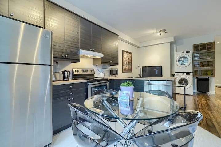 Lovely renovated condo in HoMa near the subway