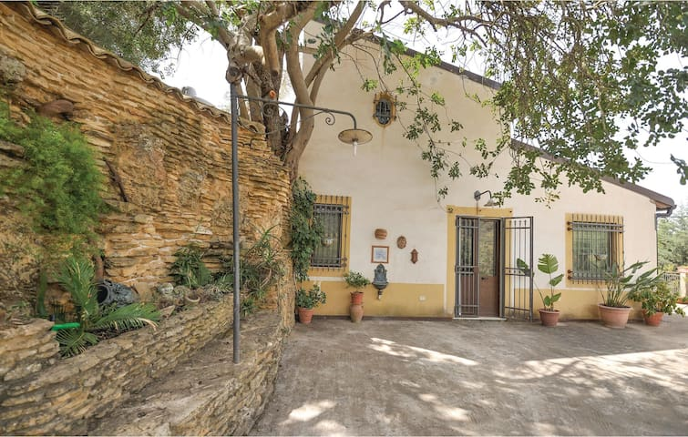 Holiday cottage with 2 bedrooms on 90m² in Pietraperzia