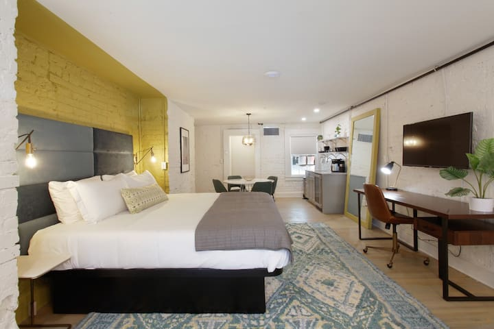 King Plus Suite ✦Downtown Luxury Boutique Hotel✦