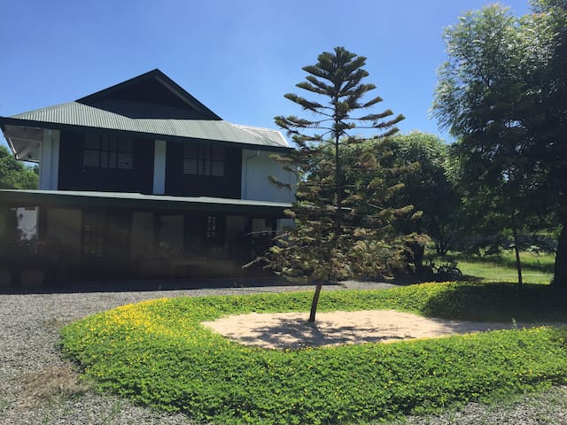 Front of the house, gravel driveway and center island